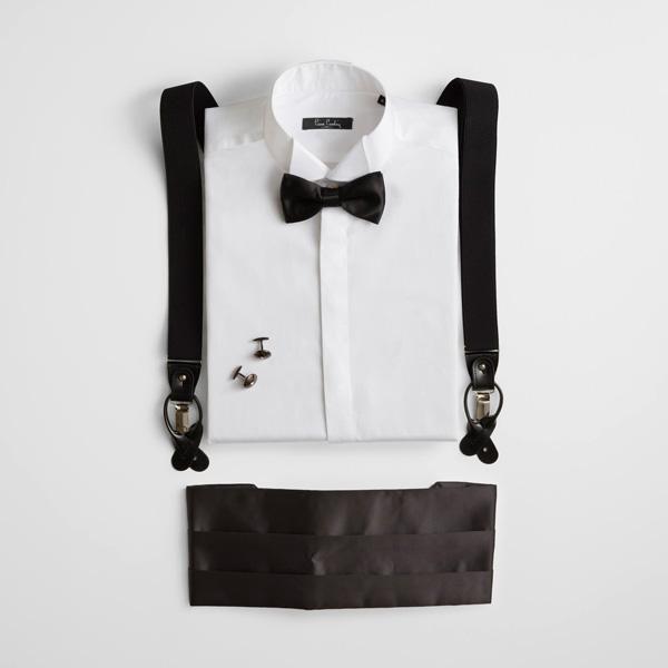 Beyaz gömlek ile smokininizi tamamlayın.