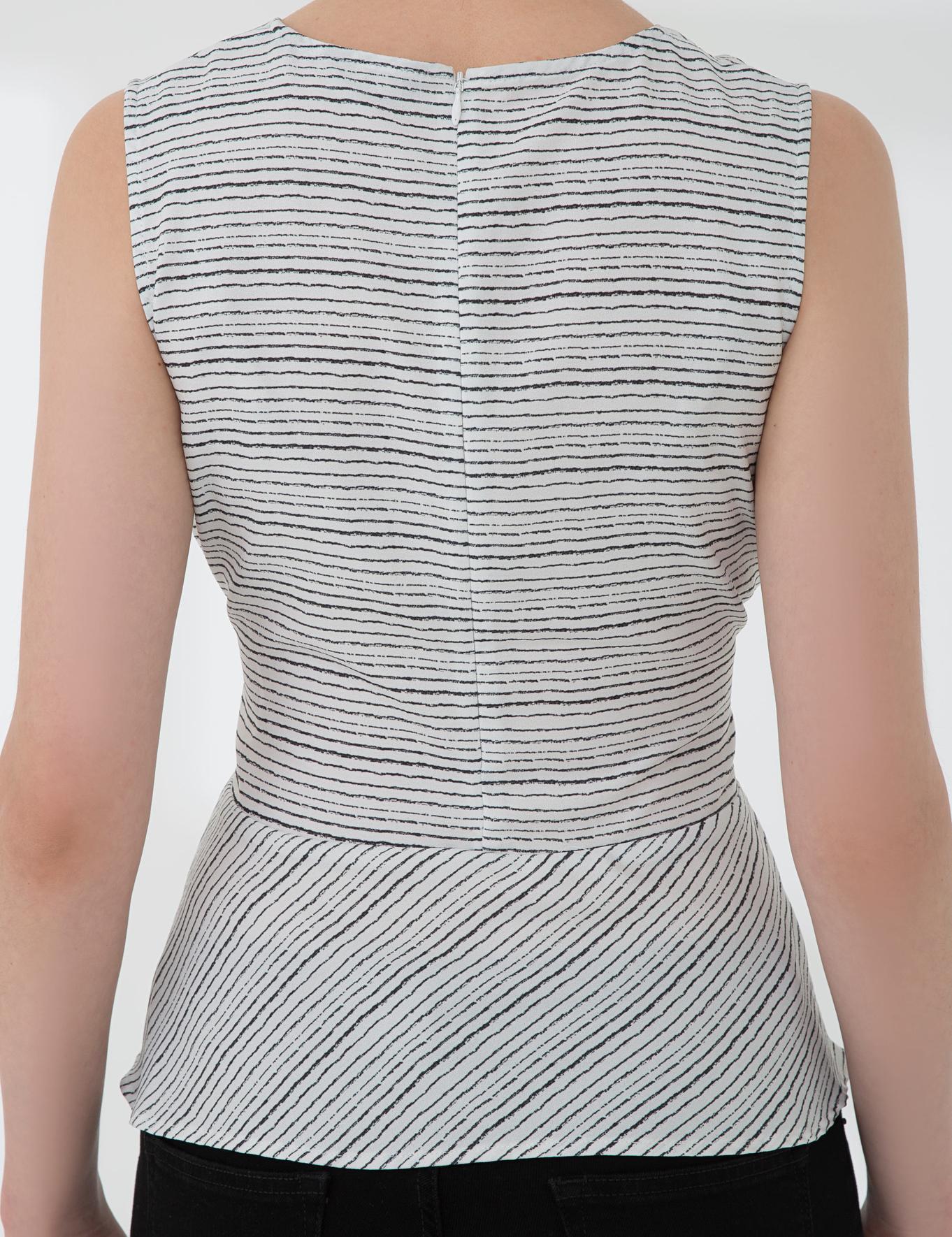 Beyaz Slim Fit V Yaka Bluz