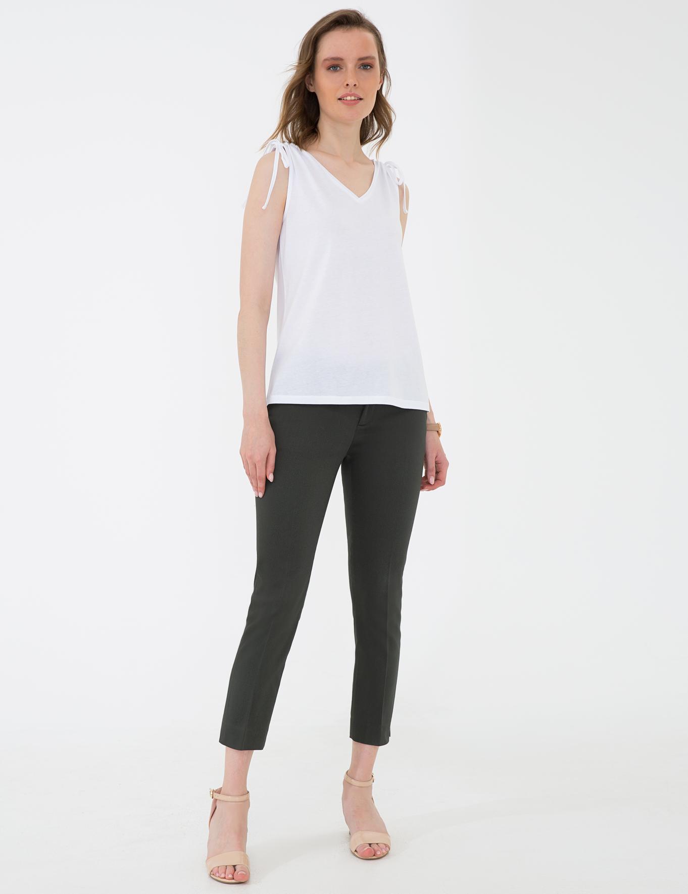 Beyaz Standart Fit Kolsuz Bluz
